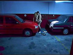 Candid xxx of amateur chick sucking and fucking on the car boot