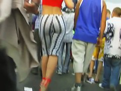 Street dancing with a tight horny ass in leggings