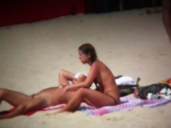 Everybody love to be naked on the beach especially girls