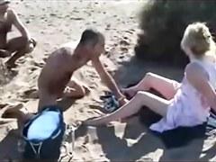 paja voyeur mirando en playa