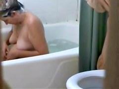 ma femme nue prenant son bain
