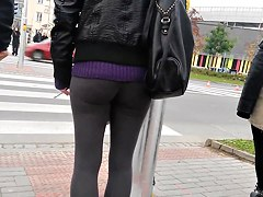 Super hot ass in extremely tight leggings - young teen