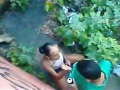 Piriguete favelada pagando boquete