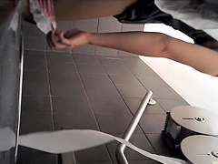 Full butt fem pissing over toilet and drying the nub