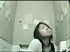 Hot looking Asian releasing herself off the wee on toilet cam