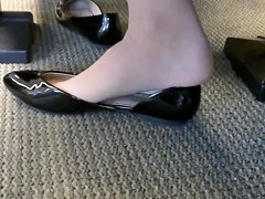 Candid US College Teen Shoeplay Feet Dangling in Nylons PT 1