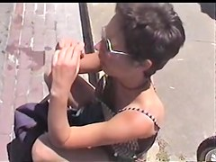 Milf in sunglasses is gets her downblouse voyeured