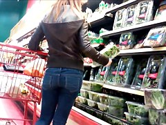 SMALL TEEN ASS AT GROCE STORE ON VACATION IN MONTREAL SPYCAM