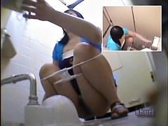 Got to do her job in the bathroom when saw cumshot sharking