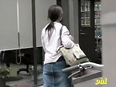 Asian girl couldn.t find her wallet and got top sharked