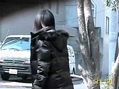 Oriental babe on the spy cam sharking video
