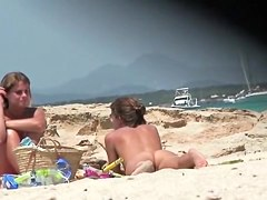 Nudist beach video introduces great looking naked babes