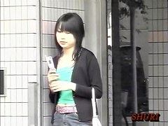 Asian girl got boob sharked while texting her boyfriend