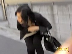 Boob sharking shows a lovely Japanese chick on the street