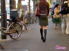 Public sharking video showing a gorgeous Japanese hottie
