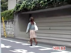 Cute Japanese gal in a kinky ourdoor sharking video