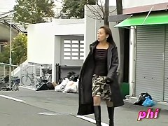 Japan teen gets sharked in the public place