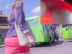 Great upskirt tube presents nice view of the girl's ass