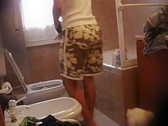 Masturbating in the Bathtub Again
