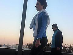 COR WALKING SEXY MILF