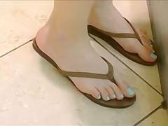 Candid Teen Feet Legs and Ass in Flip Flops