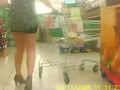 Stute heimlich beim Einkaufen gefilmt