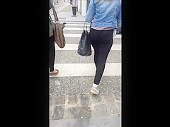 leggins ass in the street