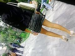Madura puta en minifalda