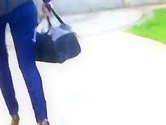 Belle beurette en jeans dans la rue - France - French