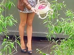 Prostituta russa si prepara per battere