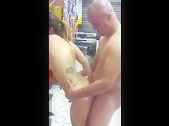Sabrina novinha dando o cu para os amigos