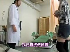 Kinky gyno used a vibrator to make his lovely patient horny