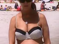 candid mature big tits bouncing at beach spy 45