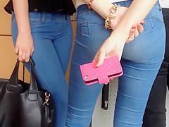 Culito en jeans ajustados