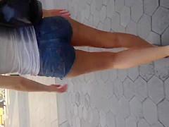 Sexy white girl ass in daisy dukes