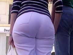 big booty pear shape in white jean