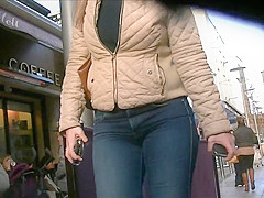 Candid hot blonde milf in tight blue jeans