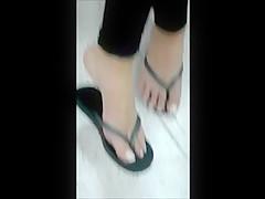 candid feet 3 (very hot girl)