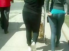 Tight Jeans Latina Booty