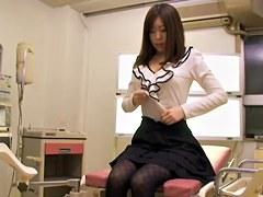 Leggy Jap babe gets a creampie in voyeur Japanese sex clip