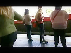 Apoyon nena tren 01