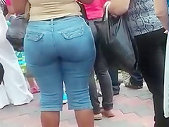 SUPER PHAT BOOTY WITH A VPL IN JEANS!!!!