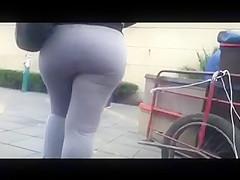 Chica nalgona en pants