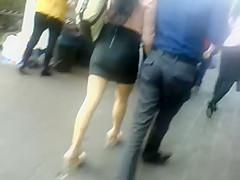 Flaquita en minifalda