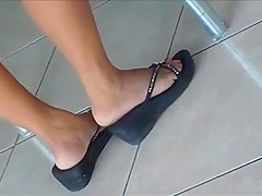 Candid Sexy Shoeplay Feet Legs Dipping