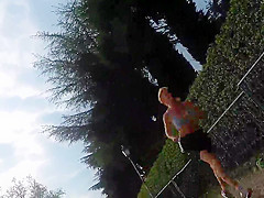 Jogger with bouncing tits !!