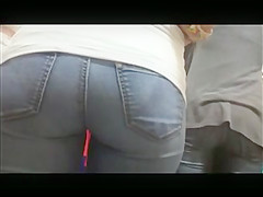 TIGHT AND ROUND COLLEGE GIRL ASS IN JEANS HIDDEN CAM