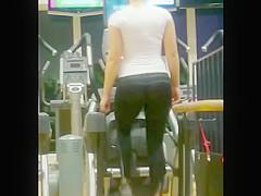 Teen amateur slut skaking booty in gym hidden voyeur cam