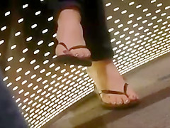 Candid MILF in flip flops feet painted toes