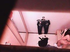 スタイル抜群な白人さんの全裸姿を天井から隠し撮りする